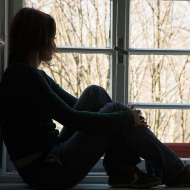"""Είναι επικίνδυνη για την ψυχική μας υγεία η """"κατάθλιψη"""" των εορτών;"""