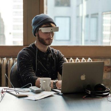 Ηλεκτρονικά γυαλιά για άτομα με χαμηλή όραση ήρθαν και στην Ελλάδα