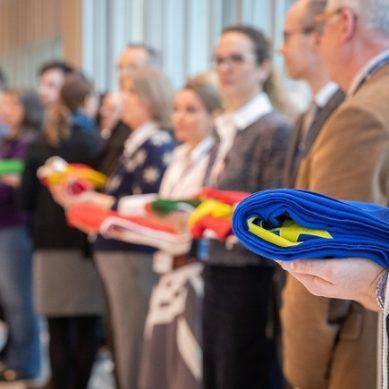 Κατέβηκαν οι σημαίες των κρατών-μελών της ΕΕ από το κτίριο του ΕΜΑ