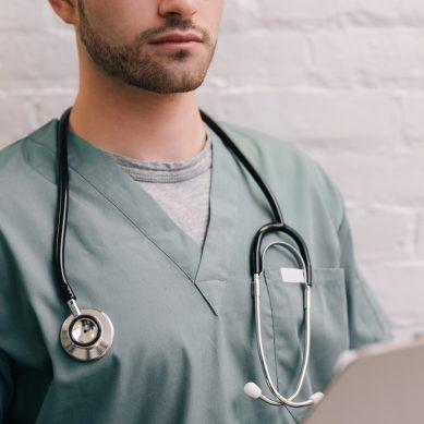 «Χάσαμε» χίλιους γιατρούς σε τρία χρόνια